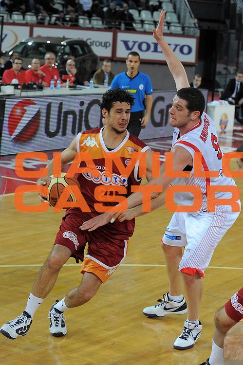 DESCRIZIONE : Roma Lega A 2009-10 Lottomatica Virtus Roma Banca Tercas Teramo <br /> GIOCATORE : Luca Vitali<br /> SQUADRA : Lottomatica Virtus Roma <br /> EVENTO : Campionato Lega A 2009-2010 <br /> GARA : Lottomatica Virtus Roma Banca Tercas Teramo<br /> DATA : 13/12/2009<br /> CATEGORIA : Penetrazione<br /> SPORT : Pallacanestro <br /> AUTORE : Agenzia Ciamillo-Castoria/G.Vannicelli<br /> Galleria : Lega Basket A 2009-2010 <br /> Fotonotizia : Roma Campionato Italiano Lega A 2009-2010 Lottomatica Virtus Roma Banca Tercas Teramo <br /> Predefinita :