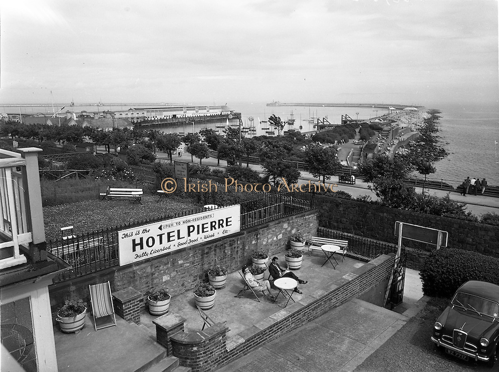 21/07/1958<br /> 07/21/1958<br /> 21 July 1958<br /> Views of Hotel Pierre  in Dun Laoghaire, Dublin. View of Dun Laoghaire Pier from the hotel.