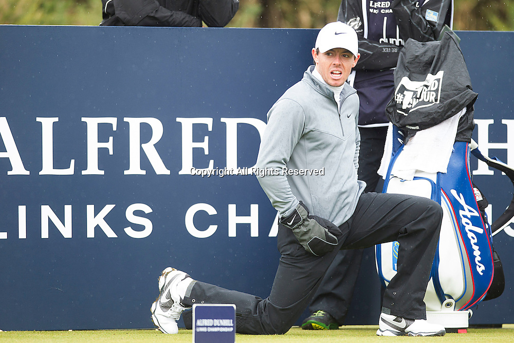 03.10.2014. Kingsbarns, Scotland. Alfred Dunhill Links Championship. Rory McIlroy stetches during his round.