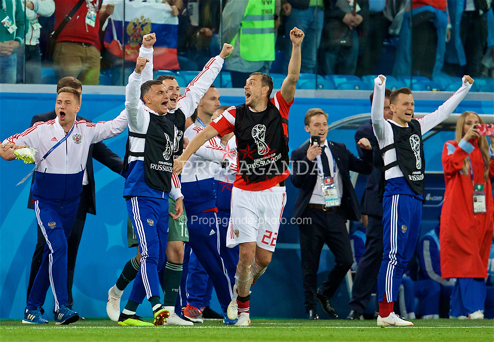 SAINT PETERSBURG, RUSSIA - Tuesday, June 19, 2018: Russia's Artem Dzyuba [#22] leads the celebrations as his side beat Egypt 3-1 during the FIFA World Cup Russia 2018 Group A match between Russia and Egypt at the Saint Petersburg Stadium. (Pic by David Rawcliffe/Propaganda)
