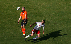 14.06.2010, Soccer City Stadium, Johannesburg, RSA, FIFA WM 2010, Niederlande vs Dänemark im Bild Robin Van Persie of Netherlands in action with Daniel Agger of Denmark, EXPA Pictures © 2010, PhotoCredit: EXPA/ IPS/ Mark Atkins / SPORTIDA PHOTO AGENCY