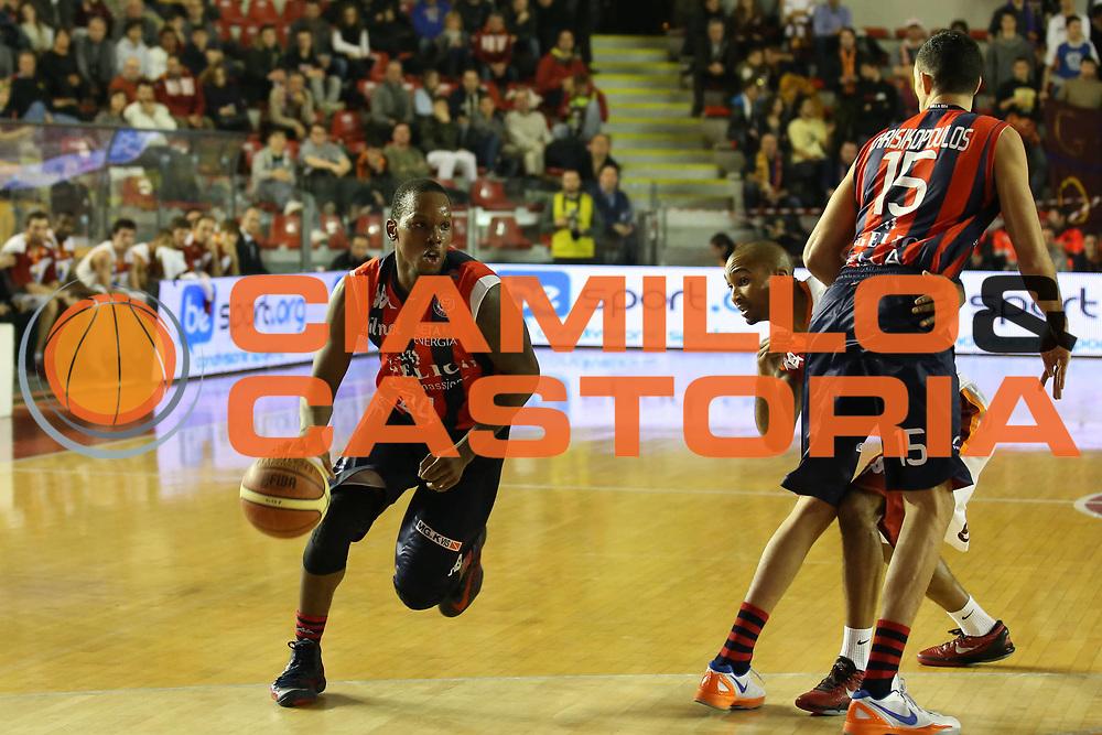 DESCRIZIONE : Roma Lega A 2012-13 Acea Virtus Roma Angelico Biella<br /> GIOCATORE : Russell Robinson<br /> CATEGORIA : palleggio<br /> SQUADRA :  Angelico Biella<br /> EVENTO : Campionato Lega A 2012-2013 <br /> GARA : Acea Virtus Angelico Biella<br /> DATA : 06/01/2013<br /> SPORT : Pallacanestro <br /> AUTORE : Agenzia Ciamillo-Castoria/ElioCastoria<br /> Galleria : Lega Basket A 2012-2013  <br /> Fotonotizia : Roma Lega A 2012-13 Acea Virtus Roma Angelico Biella<br /> Predefinita :