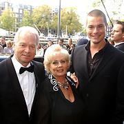 NLD/Amsterdam/20051002 - Premiere Beauty and the Beast, ouders Carlo en Ron Boszhard en vriend Eloy de Jong, Wil Vis