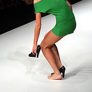 NLD/Amsterdam/20070725 - Modeshow Judith Osborn tijdens de Amsterdam Fashionweek 2007, model op de catwalk