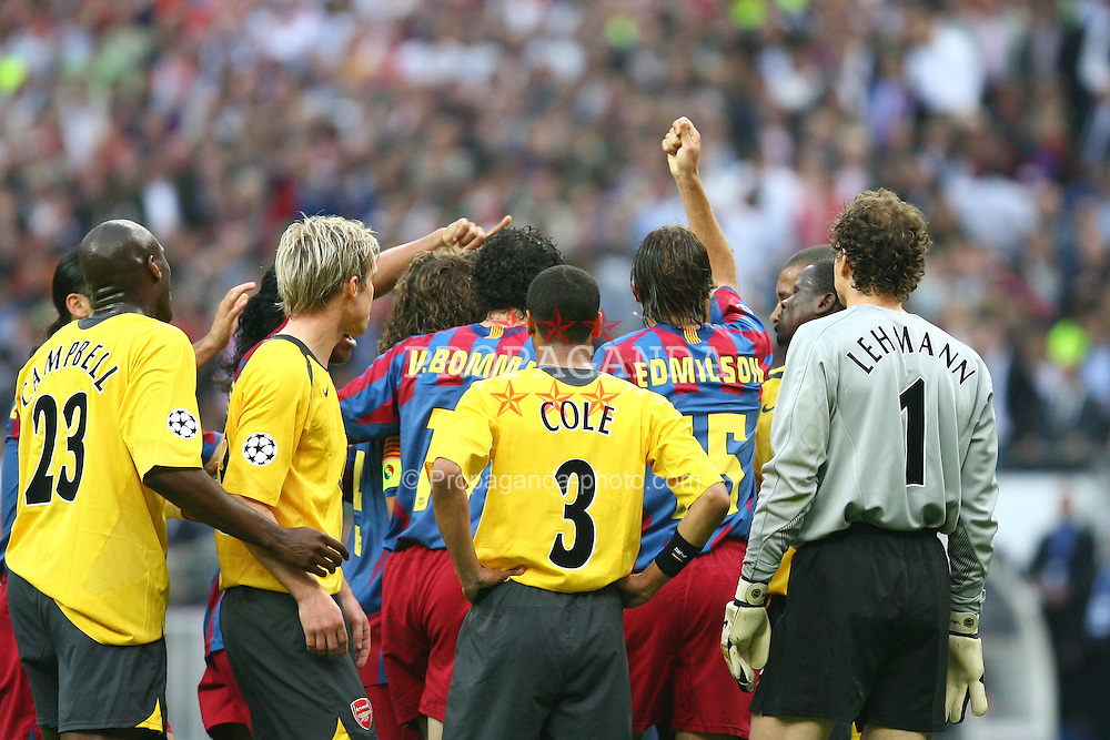 PARIS, FRANCE - WEDNESDAY, MAY 17th, 2006: FC Barcelona's Edmilson (R) and Giovanni van Bronckhort (L) put pressure on the referee to send off Arsenal's Jens Lehmann during the UEFA Champions League Final at the Stade de France. (Pic by David Rawcliffe/Propaganda)