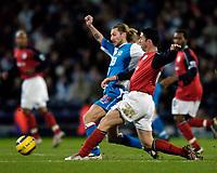Fotball<br /> England 2004/2005<br /> Foto: SBI/Digitalsport<br /> NORWAY ONLY<br /> <br /> Blackburn Rovers v Bolton Wanderers, Barclays Premiership, 24/01/2005.<br /> Blackburn's new signing Robbie Savage (L) tackles fellow Welshman, Bolton's Gary Speed
