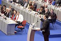 17 NOV 2003, BOCHUM/GERMANY:<br /> Gerhard Schroeder, SPD, Bundeskanzler, haelt eine Rede, im Hintergrund das Podium mit den Mitgliedern des SPD Parteirates - Bundesminister und Ministerpraesidenten -, SPD Bundesparteitag, Ruhr-Congress-Zentrum<br /> IMAGE: 20031117-01-067<br /> KEYWORDS: Parteitag, party congress, SPD-Bundesparteitag, Gerhard Schröder