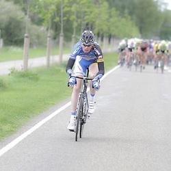 WIELRENNEN Rijssen, de 62e ronde van Overijssel werd op zaterdag 3 mei verreden. De eerste aanvaller van de dag was Arno van der Zwet