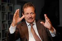 16 NOV 2006, BERLIN/GERMANY:<br /> Frank Bsirske, Vorsitzender der Gewerkschaft ver.di, Vereinte Dienstleistungsgewerkschaft, waehrend einem Interview, in seinem Buero, Ver.di Bundesverwaltung<br /> IMAGE: 20061116-01-016