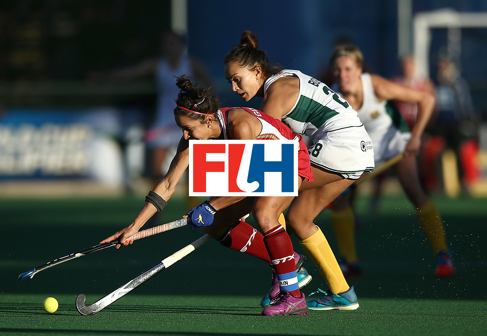 JOHANNESBURG, SOUTH AFRICA - JULY 16:  Quanita Bobbs of South Africa battles with Melissa Gonzalez of United States of America during day 5 of the FIH Hockey World League Women's Semi Finals Pool B match between South Africa and United States of America at Wits University on July 16, 2017 in Johannesburg, South Africa.  (Photo by Jan Kruger/Getty Images for FIH)