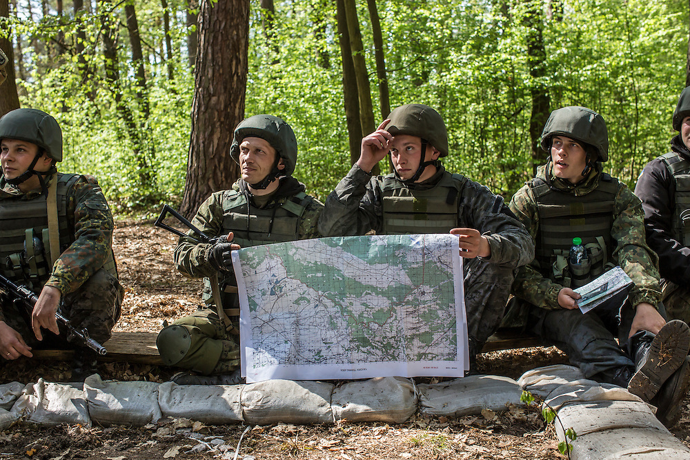 YAVORIV, UKRAINE - APRIL 30, 2015: Ukrainian soldiers participate in a map-reading exercise during military training directed by the U.S. Army's 173rd Airborne Brigade as part of Operation Fearless Guardian at the Yavoriv training center near Yavoriv, Ukraine. Around 300 American soldiers are training an equivalent number of Ukrainians during each of three eight-week programs to improve their ability to combat Russian-backed rebels in the country's east. CREDIT: Brendan Hoffman for The New York Times