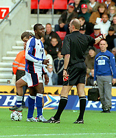 Andy Cole (Blackburn) is sent off by Referee Mr.Steve Bennett. Southampton v Blackburn Rovers. 25/10/03. Credit : Colorsport/Andrew Cowie.