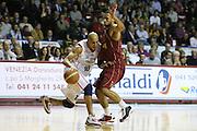 DESCRIZIONE : Venezia Lega A2 2009-10 Umana Reyer Venezia Riviera Solare Rimini<br /> GIOCATORE : Carlton Myers<br /> SQUADRA : Riviera Solare Rimini <br /> EVENTO : Campionato Lega A2 2009-2010<br /> GARA : Umana Reyer Venezia Riviera Solare Rimini<br /> DATA : 09/12/2009<br /> CATEGORIA : Palleggio<br /> SPORT : Pallacanestro <br /> AUTORE : Agenzia Ciamillo-Castoria/M.Gregolin<br /> Galleria : Lega Basket A2 2009-2010 <br /> Fotonotizia : Venezia Campionato Italiano Lega A2 2009-2010 Umana Reyer Venezia Riviera Solare Rimini<br /> Predefinita :