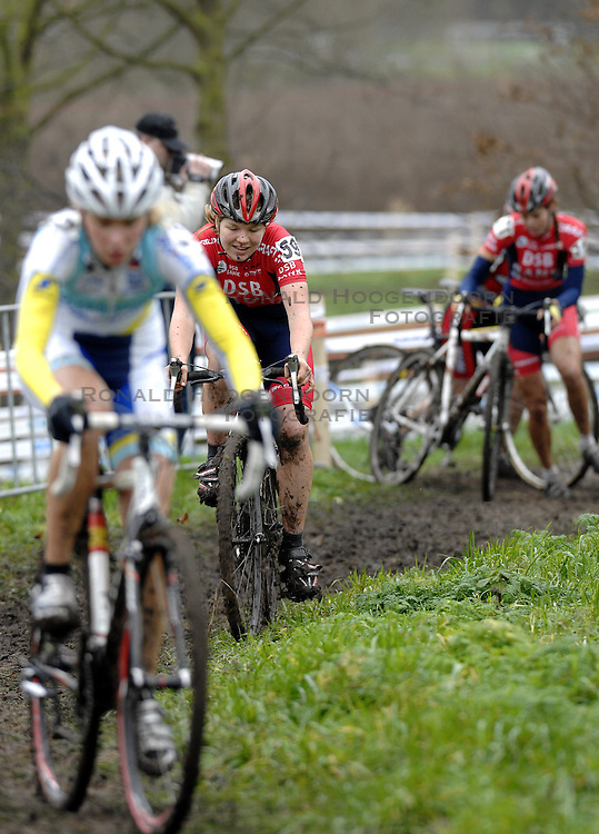 06-01-2007 WIELRENNEN: NK VELDRIJDEN VROUWEN: WOERDEN<br /> Sanne van Paassen<br /> &copy;2007-WWW.FOTOHOOGENDOORN.NL