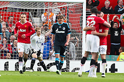 04.05.2011, Old Trafford, Manchester, ENG, UEFA CL, Halbfinale Rueckspiel, Manchester United (ENG) vs Schalke 04 (GER), im Bild:  Torjubel / Jubel nach dem 2:0 durch Darron Gibson (Manchester #28) (R) gegen Manuel Neuer (Schalke #1) (M). Benedikt Hoewedes (Schalke #4) entaeuscht / entäuscht  // during the UEFA CL, Semi Final second leg, Manchester United (ENG) vs Schalke 04 (GER), at the Old Trafford, Manchester, 04/05/2011 EXPA Pictures © 2011, PhotoCredit: EXPA/ nph/  Mueller *** Local Caption ***       ****** out of GER / SWE / CRO  / BEL ******