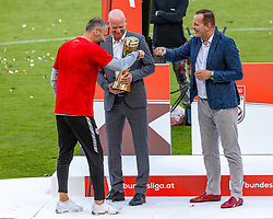 "26.05.2019, Red Bull Arena, Salzburg, AUT, 1. FBL, FC Red Bull Salzburg Meisterfeier, im Bild Trainer Marco Rose (FC Red Bull Salzburg) wird der Pokal ""Trainer des Jahres"" überreicht // during the Austrian Football Bundesliga Championsship Celebration at the Red Bull Arena in Salzburg, Austria on 2019/05/26. EXPA Pictures © 2019, PhotoCredit: EXPA/ Stefanie Oberhauser"