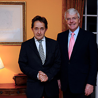 (c) INS News Agency Ltd... 24/11/2008 <br /> Sir John Marjor, British Prime Minister from 1990-1997, speaking to students at Wellington College in Crowthorne, Berks tonight (Monday).  Pictured with Headmaster Anthony Seldon.