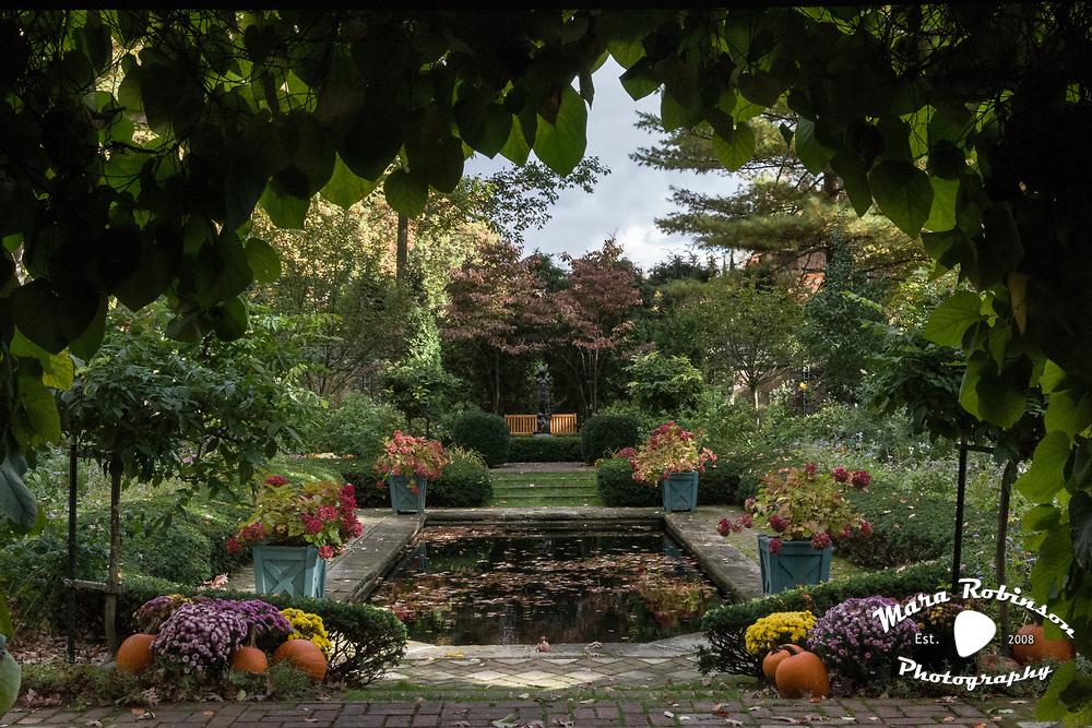 Stan Hywet garden by Tallmadge wedding photographer, Akron wedding photographer Mara Robinson Photography