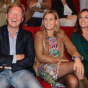 NLD/Hilversum/20121003- Boekpresentatie De Iconen van het NOS Achtuurjournaal, Rick Nieman, ??.. en Margreet Spijker