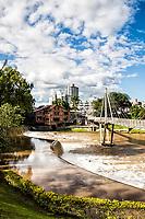 Passarela sobre o Rio Benedito, no Complexo Turístico Jardim do Imigrante. Timbó, Santa Catarina, Brasil. / Footbridge over Benedito River. Timbo, Santa Catarina, Brazil.