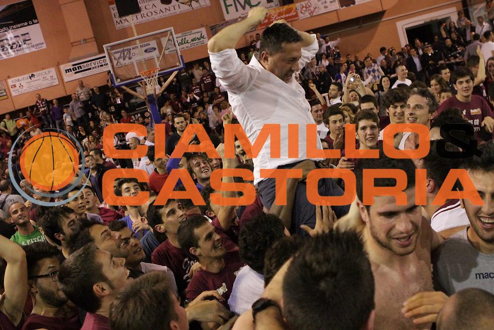 DESCRIZIONE : Ferentino LNP Lega Nazionale Pallacanestro DNA playoff 2011-12 FMC Ferentino Acegas Trieste<br /> GIOCATORE :  Ficchi Igino<br /> CATEGORIA : esultanza<br /> SQUADRA : FMC Ferentino <br /> EVENTO : LNP Lega Nazionale Pallacanestro DNA playoff 2011-12 <br /> GARA : FMC Ferentino Acegas Trieste<br /> DATA : 25/05/2012<br /> SPORT : Pallacanestro<br /> AUTORE : Agenzia Ciamillo-Castoria/M.Simoni<br /> Galleria : LNP  2011-2012<br /> Fotonotizia :Ferentino LNP Lega Nazionale Pallacanestro DNA playoff 2011-12 FMC Ferentino Aceagas Trieste<br /> Predefinita :