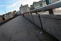UK ENGLAND LONDON 19SEP04 - Deserted pavement on London Bridge leading to the City of London in the early morning hours...jre/Photo by Jiri Rezac ..© Jiri Rezac 2004..Contact: +44 (0) 7050 110 417.Mobile: +44 (0) 7801 337 683.Office: +44 (0) 20 8968 9635..Email: jiri@jirirezac.com.Web: www.jirirezac.com..© All images Jiri Rezac 2004 - All rights reserved.