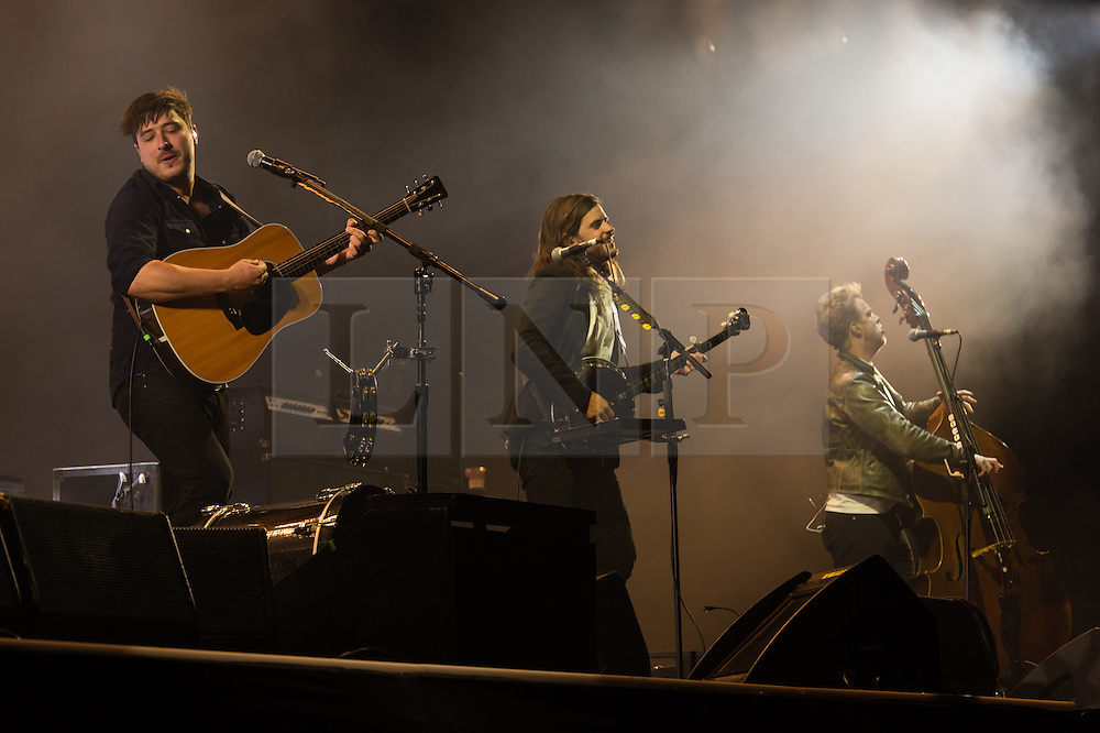 © Licensed to London News Pictures. 28/08/2015. Reading Festival, UK.  Mumford and Sons performing at Reading Festival 2015 28 August 2015 Day 1.  Photo credit: Richard Isaac/LNP
