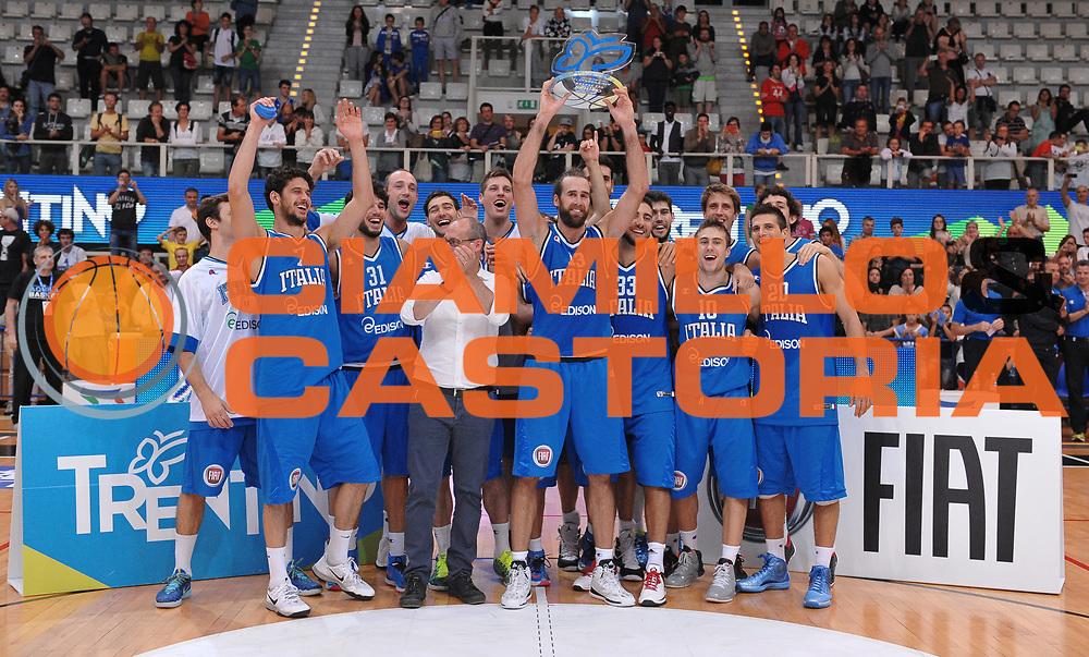 DESCRIZIONE : Trento Nazionale Italia Uomini Trentino Basket Cup Italia Belgio Italy Belgium<br /> GIOCATORE : premizione italia<br /> CATEGORIA : premiazione coppa premio awards<br /> SQUADRA : Italia Italy<br /> EVENTO : Trentino Basket Cup<br /> GARA : Italia Belgio Italy Belgium<br /> DATA : 12/07/2014<br /> SPORT : Pallacanestro<br /> AUTORE : Agenzia Ciamillo-Castoria/A.Scaroni<br /> Galleria : FIP Nazionali 2014<br /> Fotonotizia : Trento Nazionale Italia Uomini Trentino Basket Cup Italia Belgio Italy Belgium