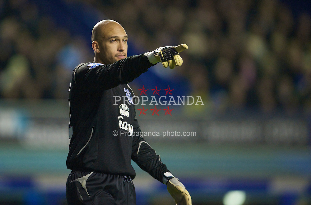 LIVERPOOL, ENGLAND - Sunday, December 7, 2008: Everton's goalkeeper Tim Howard in action against Aston Villa during the Premiership match at Goodison Park. (Photo by David Rawcliffe/Propaganda)