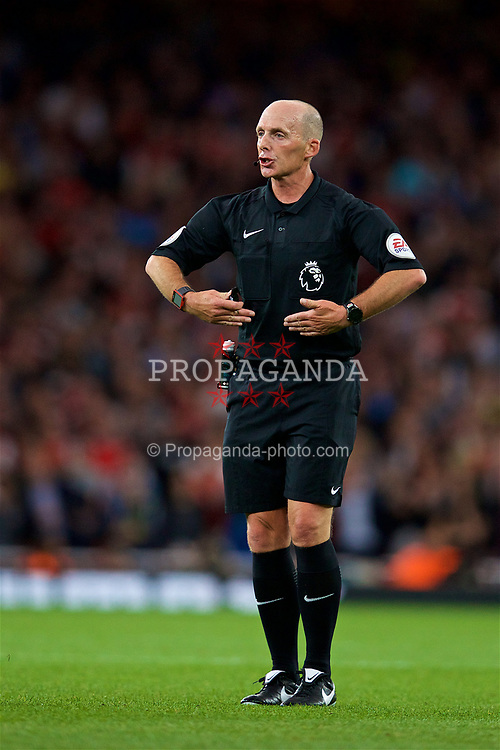 LONDON, ENGLAND - Friday, August 11, 2017: Referee Mike Dean during the FA Premier League match between Arsenal and Leicester City at the Emirates Stadium. (Pic by David Rawcliffe/Propaganda)