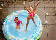 ROTTERDAM - Two children aisha and Maria cool off in a swimmingpool in a garden in Rotterdam COPYRIGHT ROBIN UTRECHT