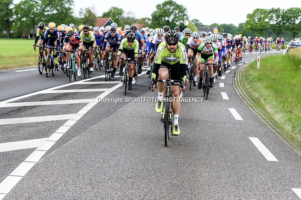 14-05-2016: Wielrennen: Ronde van Overijssel: Rijssen    <br />RIJSSEN (NED) wielrennen<br />Met 64 edities is de ronde van Overijssel een van de oudste wielerkoersen in Nederland. Jim van de Berg op kop peloton in achtervolging