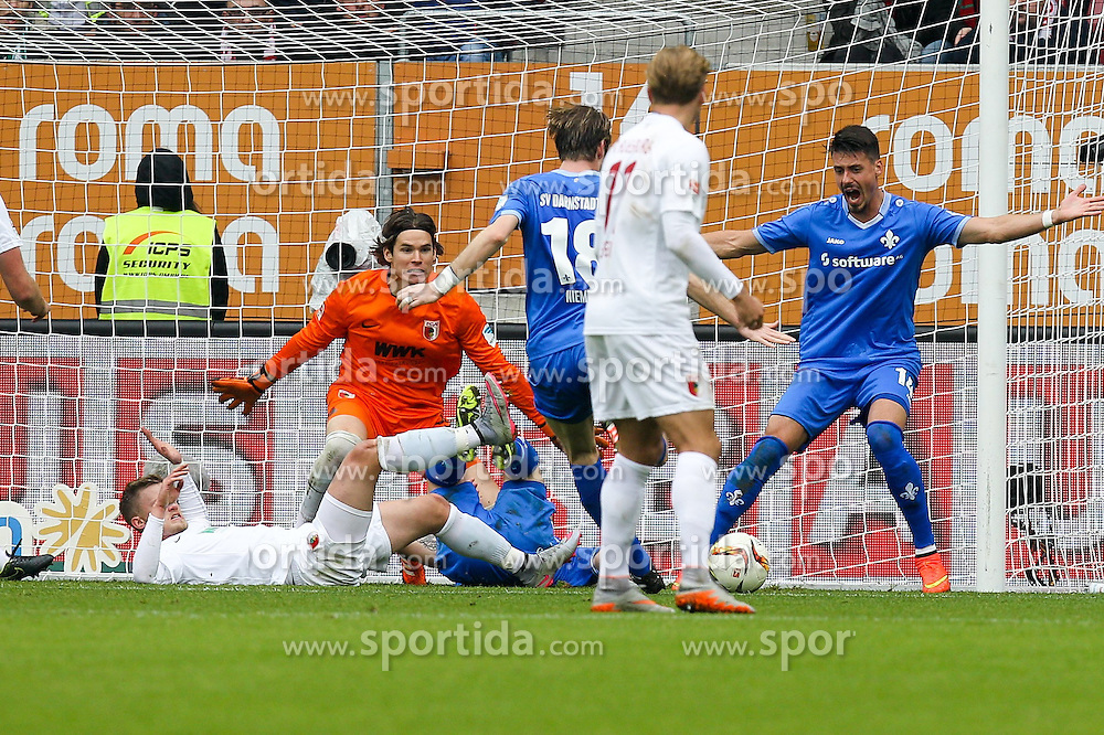 17.10.2015, WWK Arena, Augsburg, GER, 1. FBL, FC Augsburg vs SV Darmstadt 98, 9. Runde, im Bild l-r: Marwin Hitz #35 (FC Augsburg), Peter Niemeyer #18 (SV Darmstadt 98) trifft zum 2:0, Sandro Wagner #14 (SV Darmstadt 98) // during the German Bundesliga 9th round match between FC Augsburg and SV Darmstadt 98 at the WWK Arena in Augsburg, Germany on 2015/10/17. EXPA Pictures &copy; 2015, PhotoCredit: EXPA/ Eibner-Pressefoto/ Kolbert<br /> <br /> *****ATTENTION - OUT of GER*****