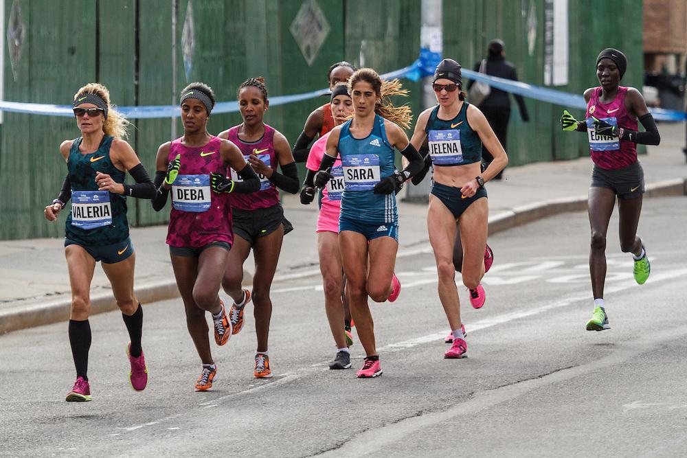 NYC Marathon, Straneo leads pack
