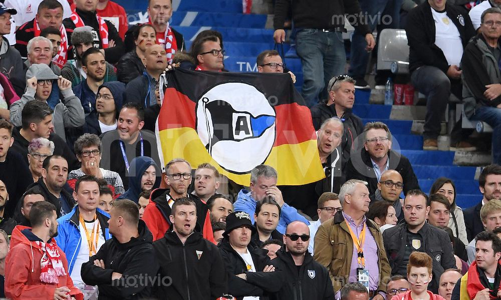FUSSBALL EURO 2016 GRUPPE C in Paris Deutschland - Polen    16.06.2016 Deutschland Fans mit Fahne und Arminia Wappen im Stade de France