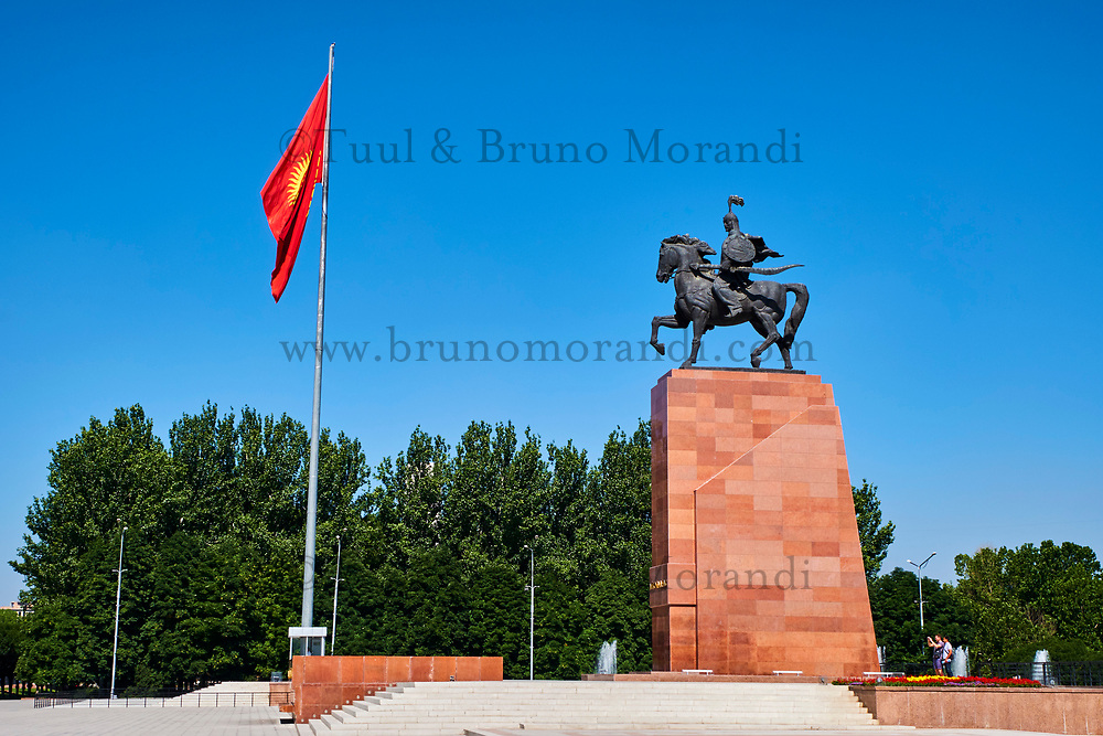 Kirghizistan, Bishkek, place Ala-Too, la statue de Manas // Kyrgyzstan, Bishkek, Ala-Too square, Manas statue