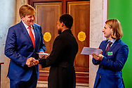 AMSTERDAM - King Willem-Alexander with artist Neo Matloga. King Willem-Alexander during the ceremony of the Royal Prize for Free Painting 2018 in the Royal Palace. copyrught robin utrecht