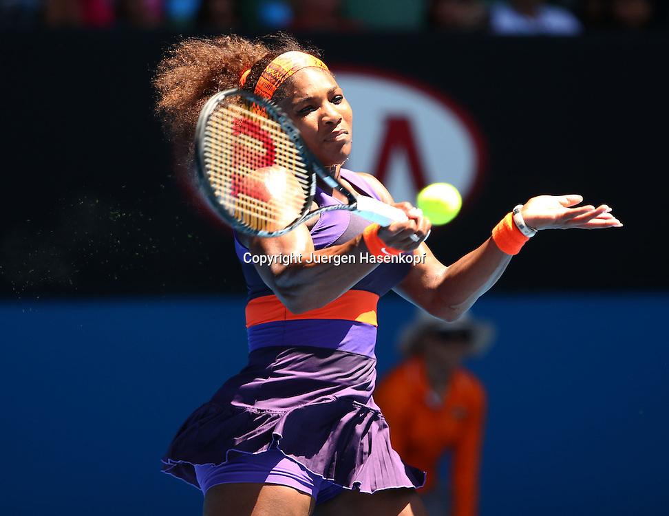 Australian Open 2013, Melbourne Park,ITF Grand Slam Tennis Tournament,.Serena Williams (USA),Aktion,Einzelbild,Halbkoerper,Querformat,