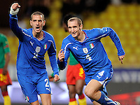 Fussball International, Italienische Nationalmannschaft  Italien - Kamerun 03.03.2010 JUBEL mit Leonardo Bonucci und Giorgio Chiellini (v. li., ITA)