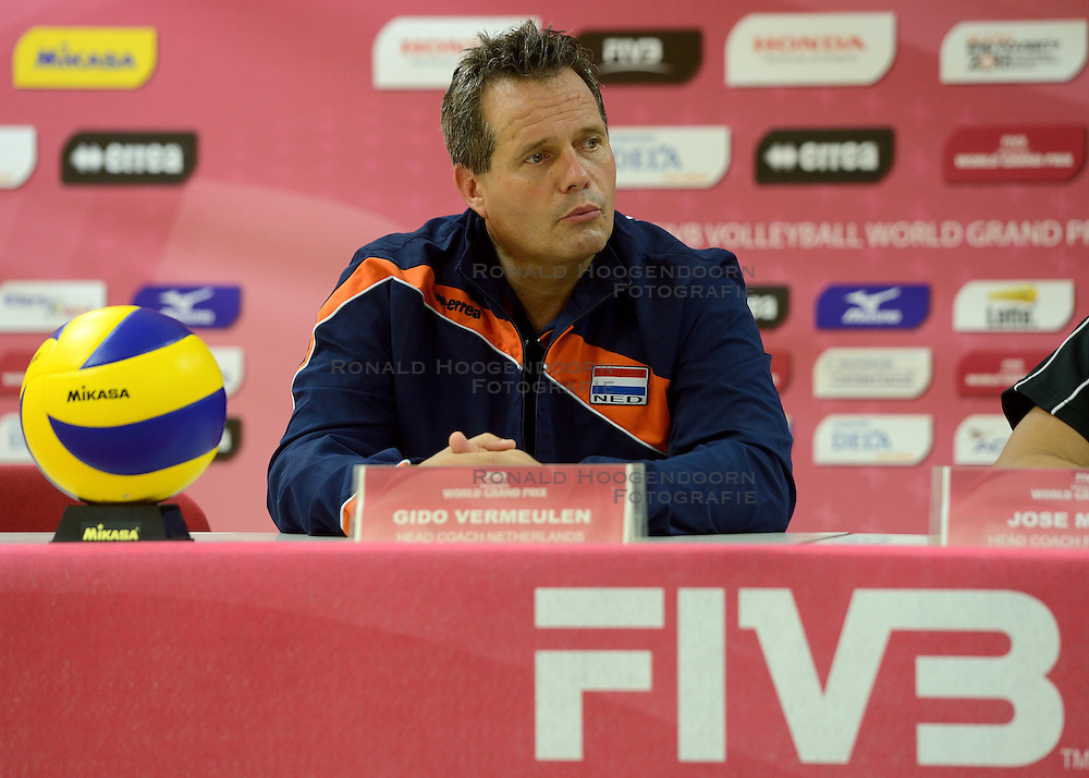 08-08-2014 NED: FIVB Grand Prix Nederland - Puerto Rico, Doetinchem<br /> Persconferentie Coach Gido Vermeulen