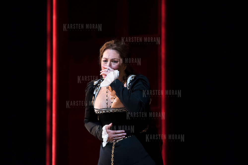 September 23, 2015 - New York, NY : Sondra Radvanovsky performs as Anna Bolena in a dress rehearsal for Gaetano Donizetti's 'Anne Bolena' at the Metropolitan Opera at Lincoln Center on Wednesday. CREDIT: Karsten Moran for The New York Times