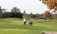 VELDHOVEN - Hole Red 6 met kerktoren van Eersel. Golfbaan Gendersteyn Burggolf.  COPYRIGHT KOEN SUYK