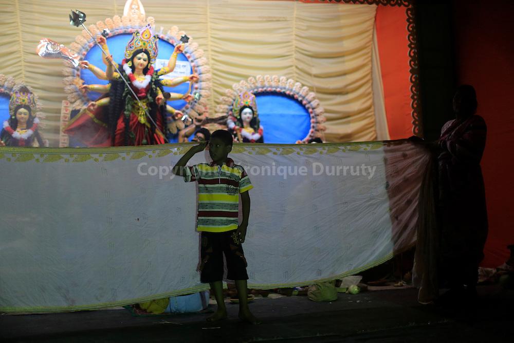 Durga festival,  Rajshahi, Bangladesh : puja for ythe godess  // fete de Durga, Rajshahi, Bangladesh : puja pour la deesse