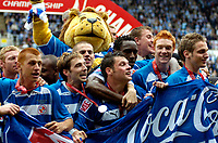 Photo: Ed Godden.<br /> Reading v Queens Park Rangers. Coca Cola Championship. 30/04/2006. Reading players celebrate winning the Championship.