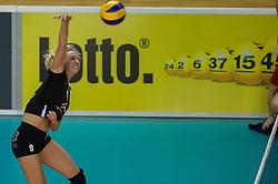 20-02-2016 NED: Coolen Alterno - Eurosped TVT, Almere<br /> Eurosped wint met 3-2 van Alterno en speelt morgen de finale / Linda te Molder #9 of Alterno  #10 of Alterno