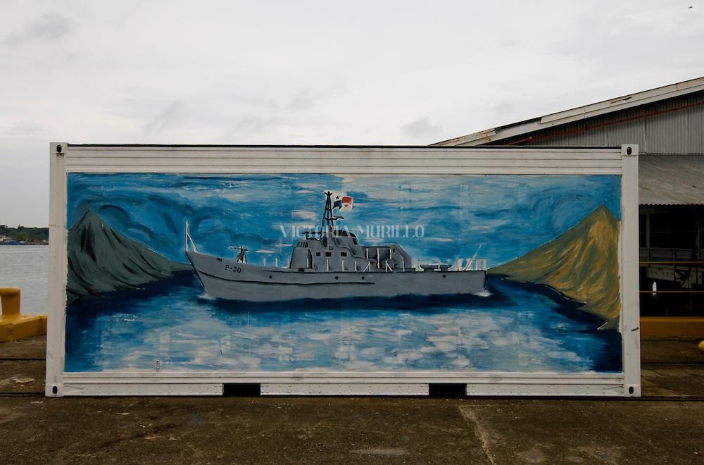 Pintura de una fragata de guerra en el puerto de Balboa, ciudad de Panama.. Foto: Ramon Lepage / Istmophoto.