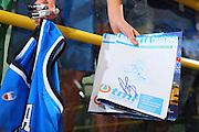 DESCRIZIONE : Cagliari Torneo Internazionale Sardegna a canestro Italia Estonia <br /> GIOCATORE : Tifosi Autografi <br /> SQUADRA : Nazionale Italia Uomini Italy <br /> EVENTO : Raduno Collegiale Nazionale Maschile <br /> GARA : Italia Estonia Italy Estonia <br /> DATA : 13/08/2008 <br /> CATEGORIA : <br /> SPORT : Pallacanestro <br /> AUTORE : Agenzia Ciamillo-Castoria/S.Silvestri <br /> Galleria : Fip Nazionali 2008 <br /> Fotonotizia : Cagliari Torneo Internazionale Sardegna a canestro Italia Estonia <br /> Predefinita :