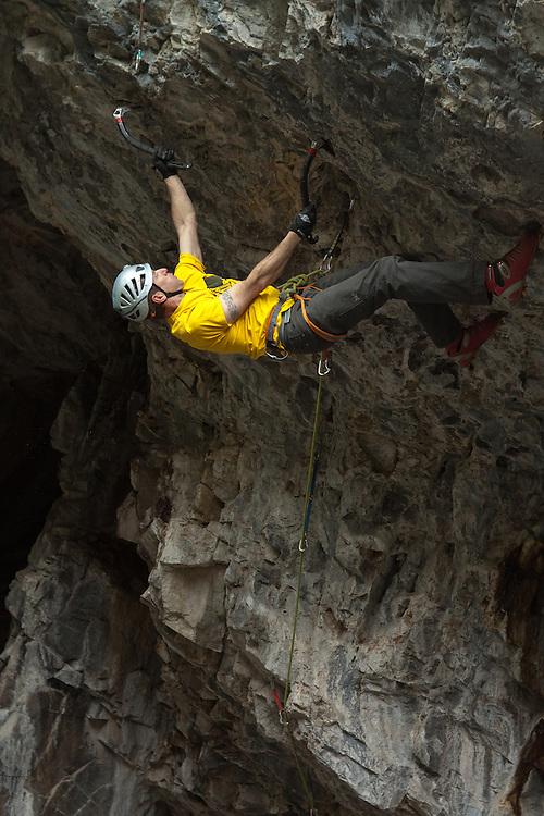 Mixed Climbing - Playground - Swiss Cheese