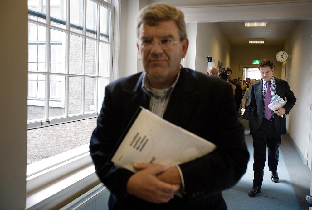 Nederland. Den Haag, 12  juni 2007.<br /> Mark Rutte en partijvoorzitter Jan van Zanen op weg naar de vergadering van de fractie met Sybilla Dekker over het rapport van haar commissie.<br /> Foto Martijn Beekman <br /> NIET VOOR TROUW, AD, TELEGRAAF, NRC EN HET PAROOL