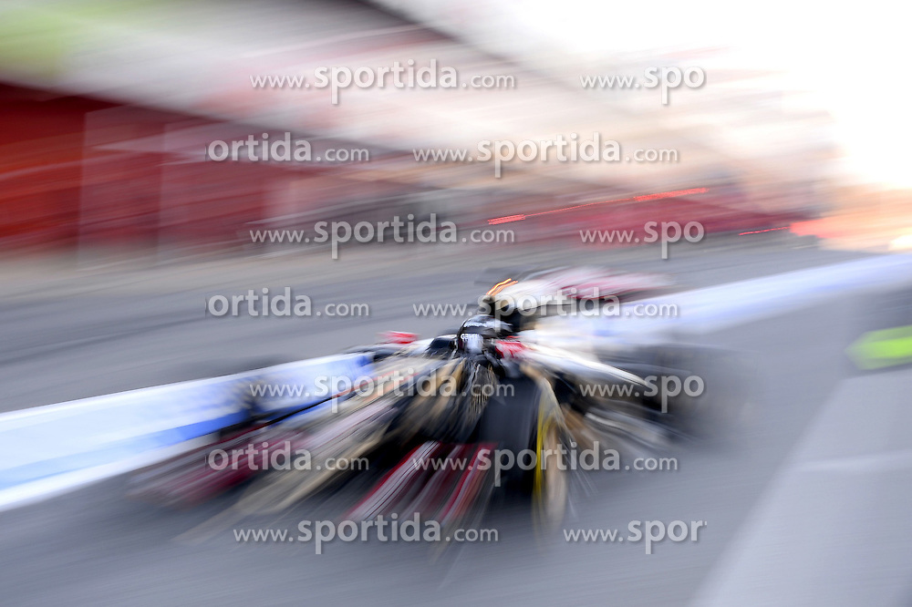 28.02.2015, Circuit de Catalunya, Barcelona, ESP, FIA, Formel 1, Testfahrten, Barcelona, Tag 3, im Bild Romain Grosjean (FRA) Lotus E23 Hybrid // during the Formula One Testdrives, day three at the Circuit de Catalunya in Barcelona, Spain on 2015/02/28. EXPA Pictures &copy; 2015, PhotoCredit: EXPA/ Sutton Images/ Patrik Lundin Images<br /> <br /> *****ATTENTION - for AUT, SLO, CRO, SRB, BIH, MAZ only*****